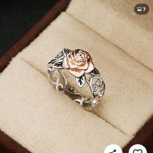 Jewelry - 🆕️ Gorgeous Rose Gold Floral Ring Sz 8